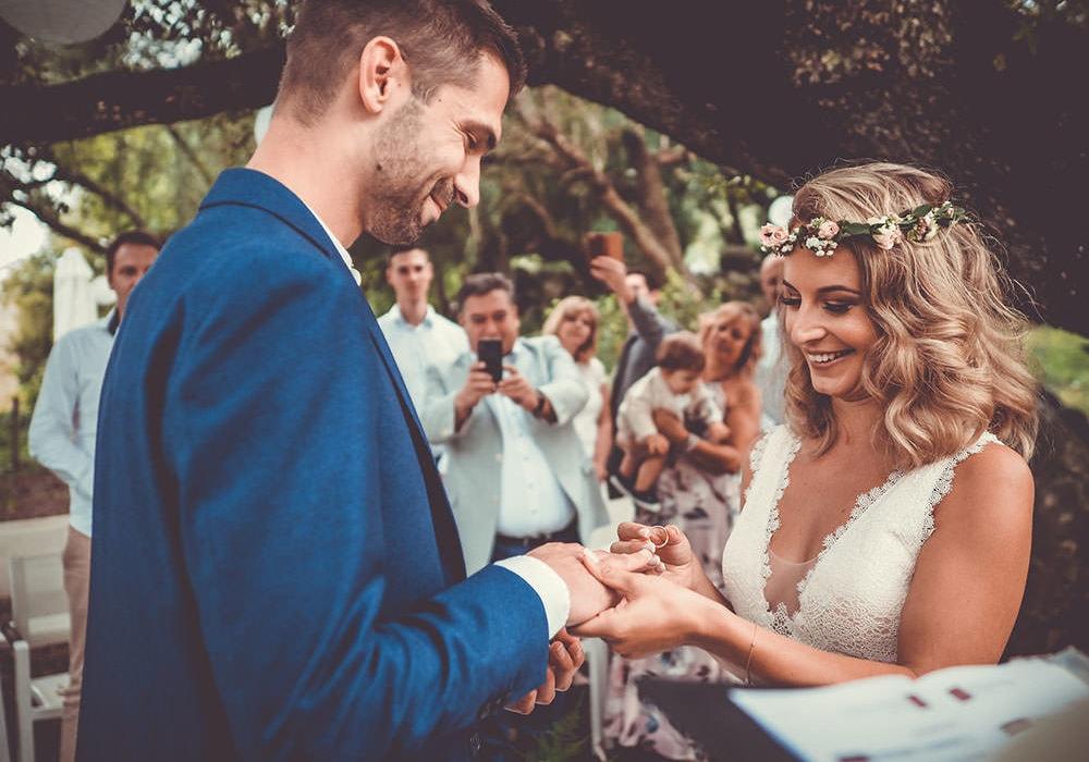 Rintausch des Brautpaares bei der freien Trauung auf ihrer Finca Hochzeit auf Mallorca