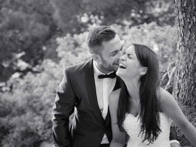 Hochzeitsfoto mit einer lachenden Braut auf Mallorca